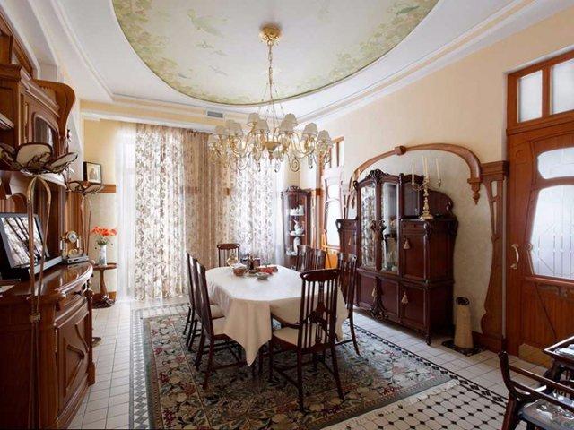 Использование стекла и зеркал в интерьере классического стиля