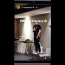 Тренер сборной России спел «Катюшу» с бананом вместо микрофона