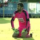 Испанский футболист забил невероятно курьезный автогол с центра поля