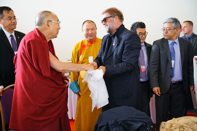 Далай Лама отправился в турне по Европе - в Риге он встретится с Гребенщиковым