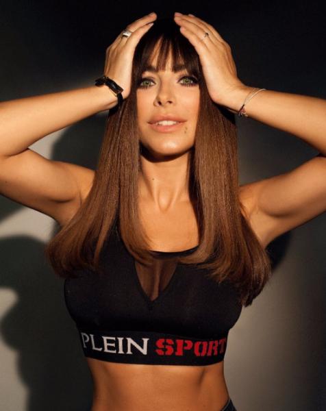 Ани Лорак восхитила формами в спортивном топе