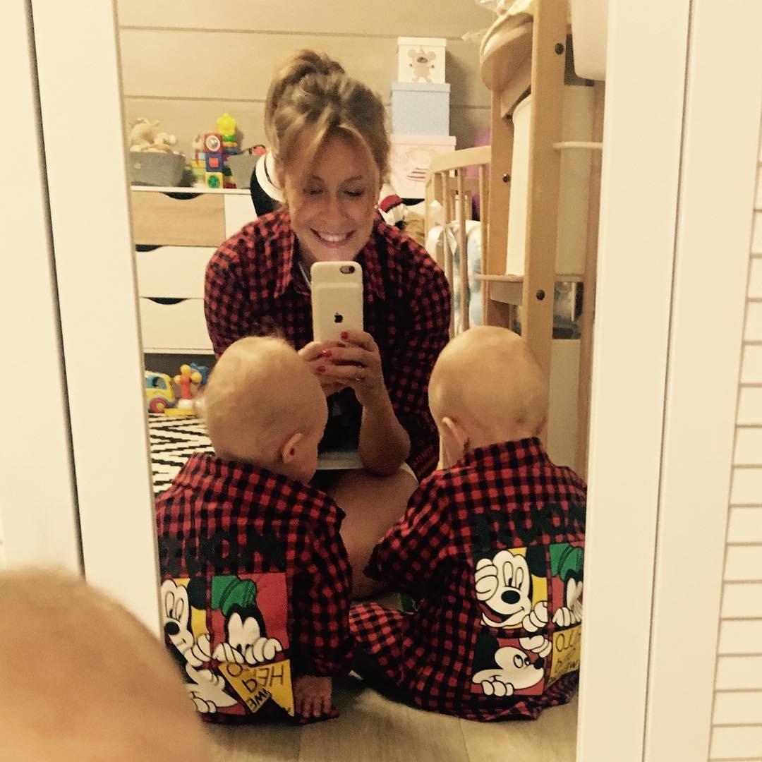 Елена Кравец из «Квартала 95» опубликовала новое фото подросших двойняшек