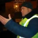 Полиция массово останавливает автобусы, которые едут в Киев (видео)
