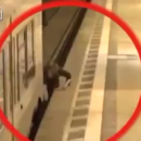 В Германии мужчину зажало между поездом и платформой
