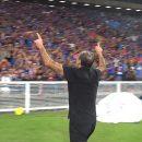 Футбольный тренер невероятно «зажег» трибуны своим танцем