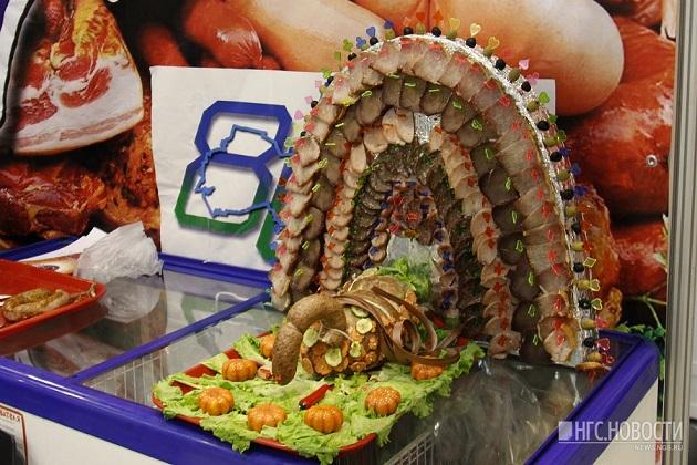 Колбасная черепица и пельменный театр: опубликованы забавные фото с выставки еды в РФ