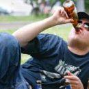 Во Львове водитель пил пиво, пока полицейские оформляли протокол