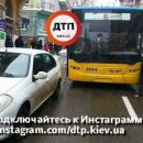 Киевляне отомстили водителю иномарки, который заблокировал движение троллейбусов