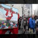 «Рождество уже не то»: В центре Нью-Йорка у собора «распяли» Санта Клауса