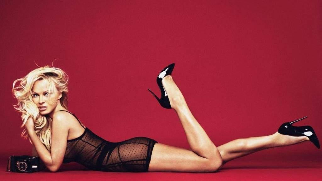50-летняя Памела Андерсон удивила снимками в белье