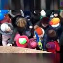 В России устроили давку из-за бесплатных конфет от Жириновского