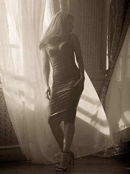 Тина Кароль удивила стройными ногами в обтягивающем платье