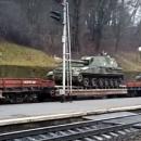 В центр Львова прибыл состав с танками и САУ (видео)