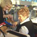 Канадский аэропорт нанял двоих котов, которые должны успокаивать встревоженных пассажиров