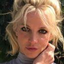 Бритни Спирс порадовала поклонников фото в нижнем белье