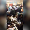 В России покупатели устроили битву из-за дешевой курицы