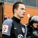 Российский футболист разгневал сеть, высморкавшись в деньги (видео)