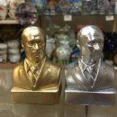 На Гитлера похож: в сети высмеяли фото сувенирных бюстов Путина в России