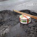 И смех, и грех: в Киеве ямы на дорогах измеряли киевским тортом