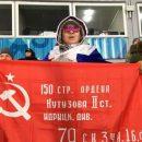 Провокация на Олимпиаде: Российская спортсменка пришла на трибуны с флагом Красной армии