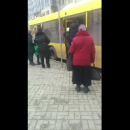 Никто не хотел уступать: Битва в дверях автобуса в Киеве