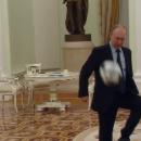 Сеть взорвало видео, где Путин играет в мяч