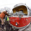 В Донецке трамвай сошел с рельсов и врезался в дом (фото)