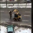 Уборка снега по-киевски: видео с трактором стало хитом (видео)