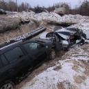 За ночь в Киеве в строительный котлован по очереди упали два авто