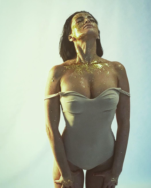 Даша Астафьева похвасталась идеальными формами своего тела