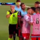Жуткая выходка: Футболист в прыжке влетел шипами в горло сопернику (видео)