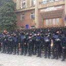 Почти полтысячи силовиков оцепили здание Николаевского облсовета (видео)
