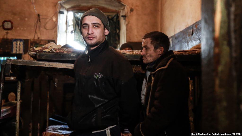 В Киевском СИЗО заключенные спят по очереди: жуткие кадры этого места (фото)
