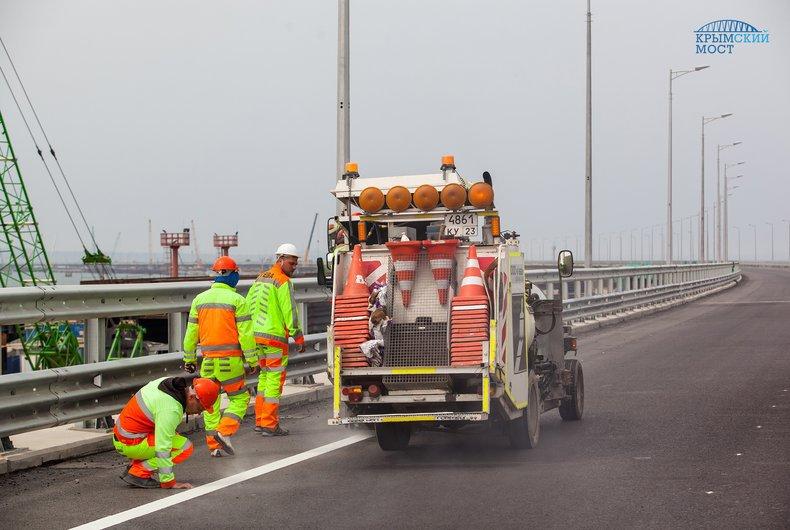 Строительство на финальной стадии: новые кадры Керченского моста (фото)