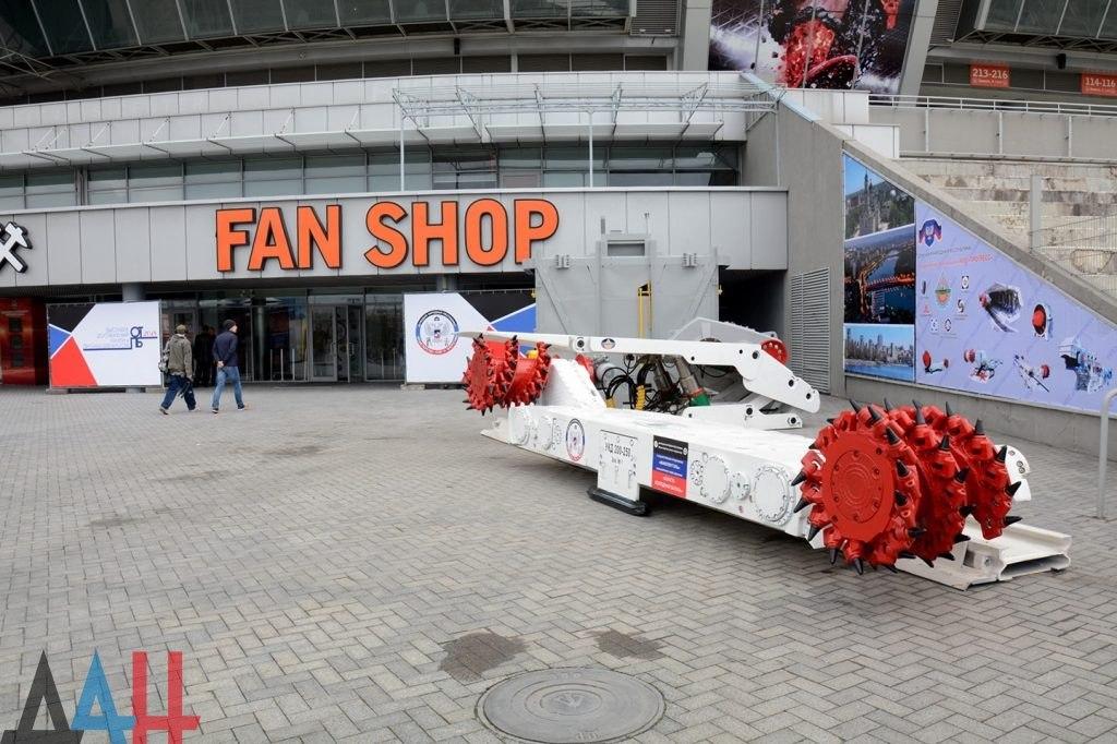 Футбола не будет: «Донбасс-Арену» террористы превратили в рынок