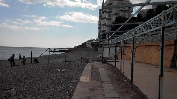 Крымские пляжи стали зоной строгого режима (фото)