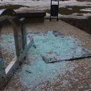 И смех и грех: в России рухнул памятник рублю