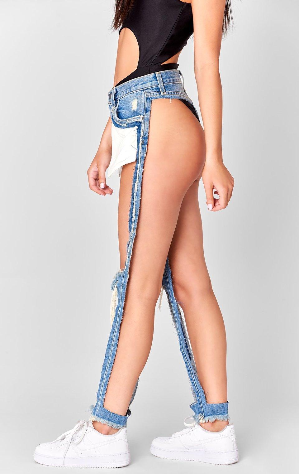 Слишком вырезанные джинсы за 168 долларов вызвали скандал в соцсетях (фото)