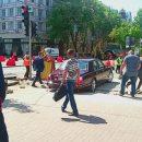 Советник Порошенко «валит прямо» по тротуарам Киева с кучей вооруженных людей (фото)
