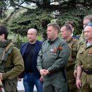 К народу лучше не подходить: сеть позабавили показательные фото главаря ДНР