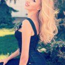 Оля Полякова выставила напоказ обнаженные плечи