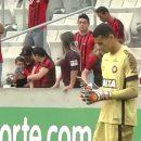 Вратарь воспользовался смартфоном прямо во время матча чемпионата Бразилии: опубликовано видео