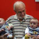 Человек с «золотой» кровью помог спасти миллионы детей
