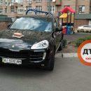 Последнее предупреждение: сеть позабавило фото необычного «подарка» киевскому «герою парковки»