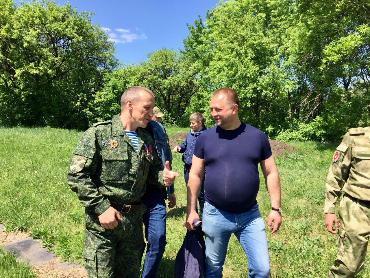 В Сети высмеяли экс-главаря «ДНР» отрастившего огромный живот