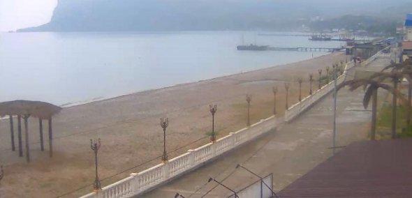Крым забыл, как выглядят туристы: появились мрачные фото пустых пляжей