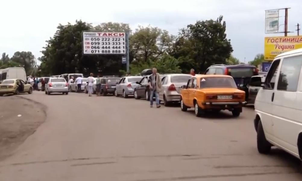 В соцсетях показали огромную очередь на КПП «ДНР» вблизи Горловки