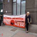 Поляки зустріли українців у Перемишлі антиукраїнськими плакатами