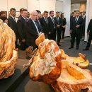 «Гроб для Путина»: министра обороны РФ высмеяли в сети за странную поделку