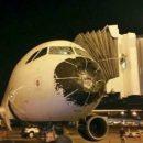 В США пилотам удалось посадить самолет с разбитым носом: в сеть попало впечатляющее фото